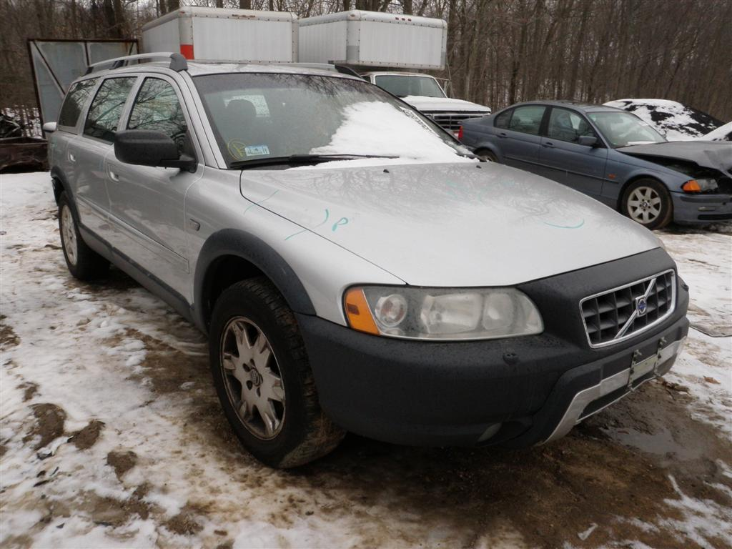 This mystic silver metallic volvo xc70 has a 2 5l l5 dohc 20v turbo engine and a 5 speed automatic transmission if you need parts from this 70 series or